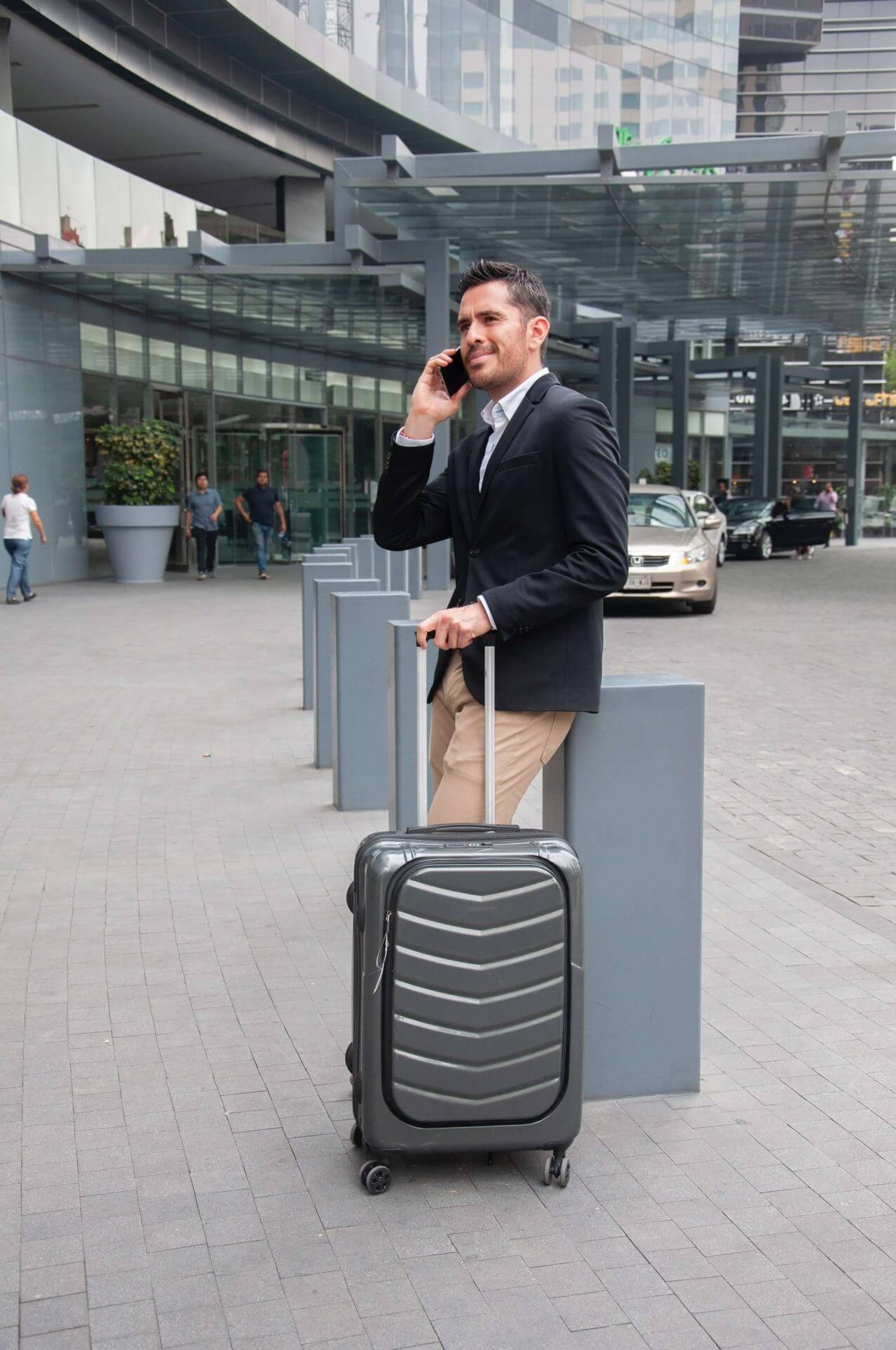 airport business cars 2229526 - Time to Update your Mobile Phone Policy?